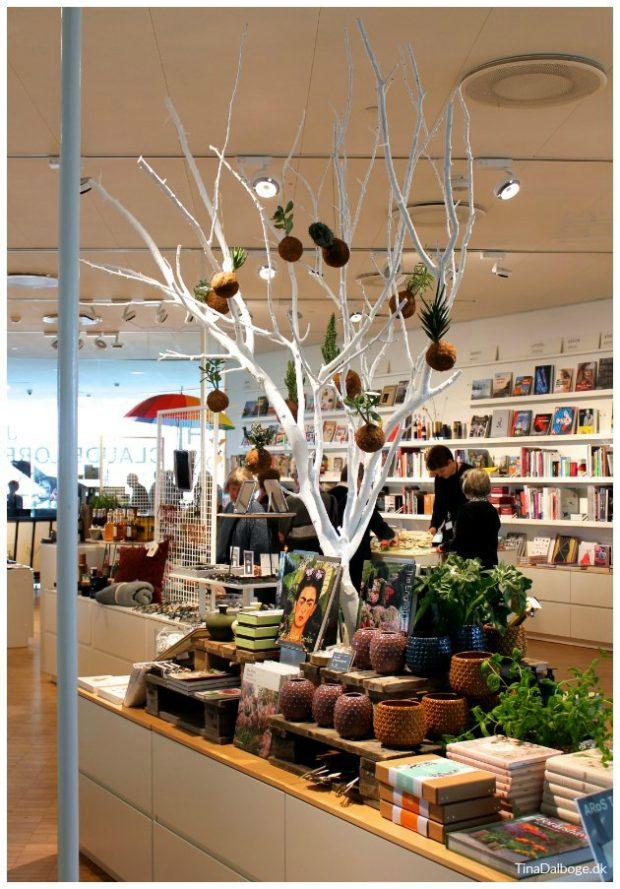 træ brugt til butiksdekoration aros aarhus tinadalboge.dk