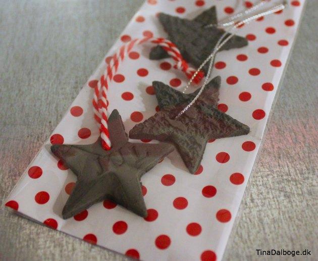 værtindegave med stjerner af selvhærdende ler og mønster
