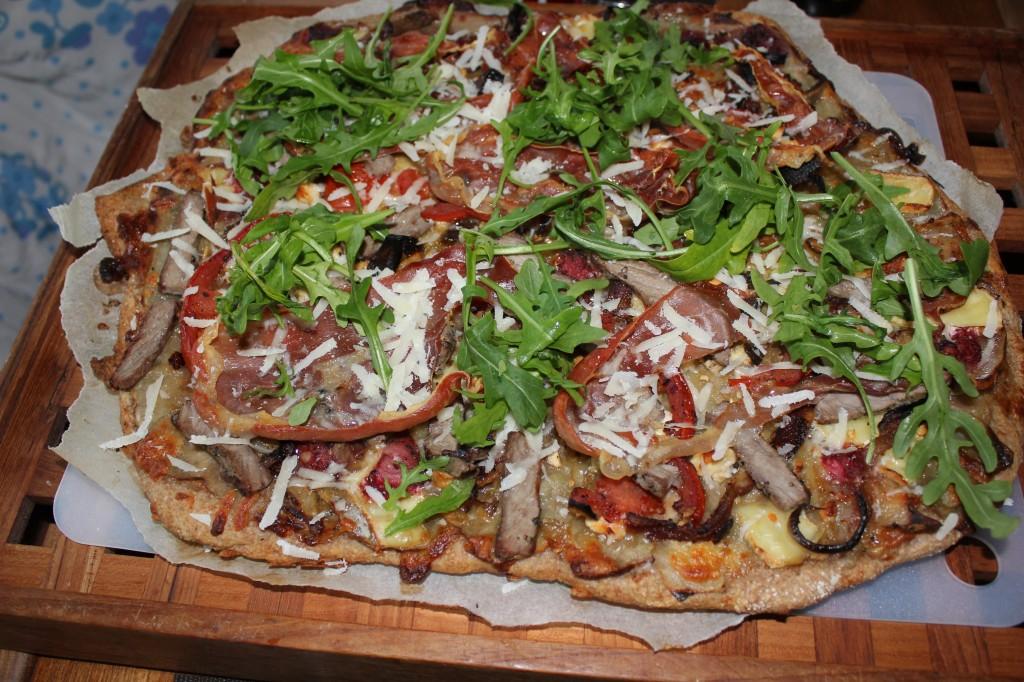 Hjemmelavet pizza med jordbær