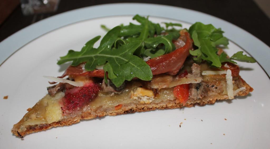 pizza med gorgenzola, kartoffel og jordbær