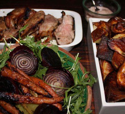 grillede grøntsager, lammekrone, kartofler, hjemmelavet mayonnaise, rucula,