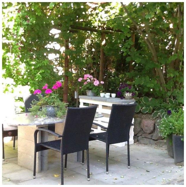 bord man selv kan lave af paller og fliser til terrasse have og altan