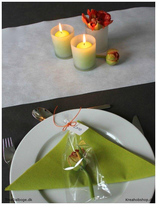 bordpynt til borddækning til fester med lys servietter blomster og bordkort kreahobshop