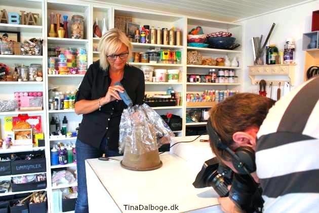 dr1-fra-yt-til-nyt-tina-dalbøge-laver-plastikflasker-om-til-en-lampe