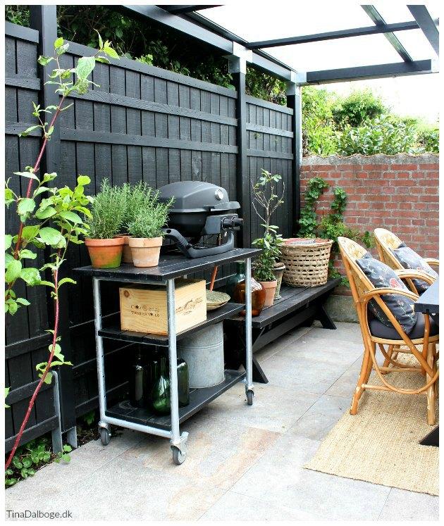 indretning af terrasse med gasgrill landmann og grillbord fra plus tinadalboge