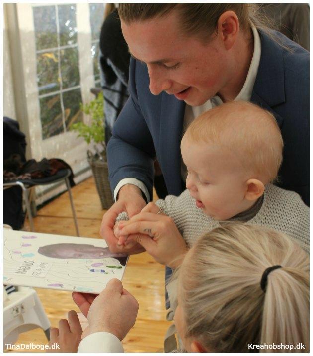 indslag til en fest hvor gæster sætter fingeraftryk med stempelfarve - materialer fra kreahobshop