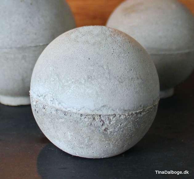 se hvordan du kan støbe en kugle og en rund lysestage af beton