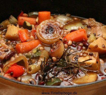 bønner, linser og grøntsager i fond