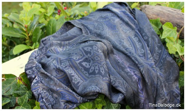 silkekjole farvet med silkemaling